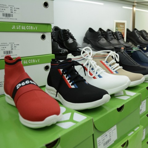 """Your Own Foot Expert: Macao's """"Foot-Check"""" Insole and Shoe Shop"""