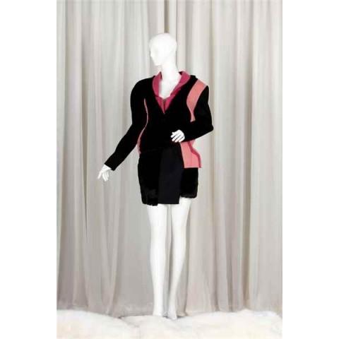 橙/黑/红外套 + 半截裙