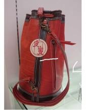 Bolsa de Couro com Cordão