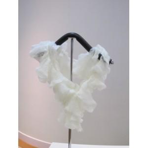 白色纽花颈巾