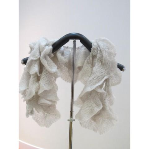 灰白色頸巾