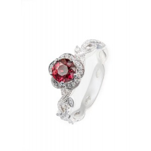 18K白金 红宝石(无烧),钻石戒指