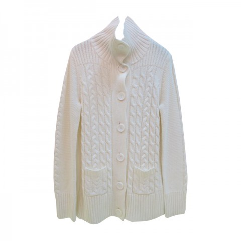 白色高领冷衫外套