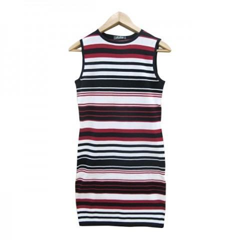 黑白红间条连身裙