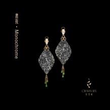 晝夜系列·黑翡雕刻紋耳環
