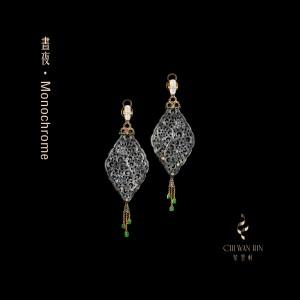 昼夜系列·黑翡雕刻纹耳环